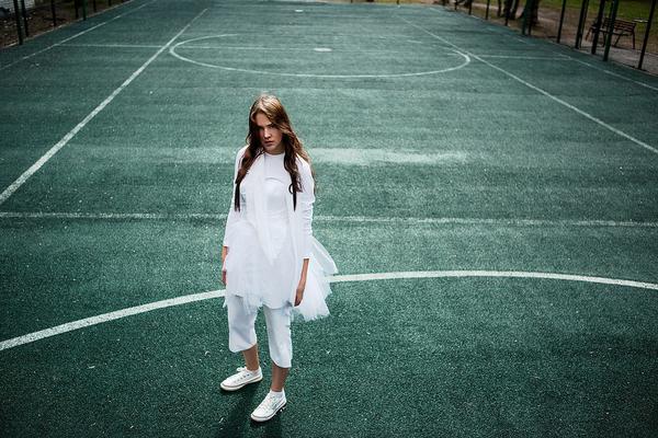 luźna sukienka sportowa